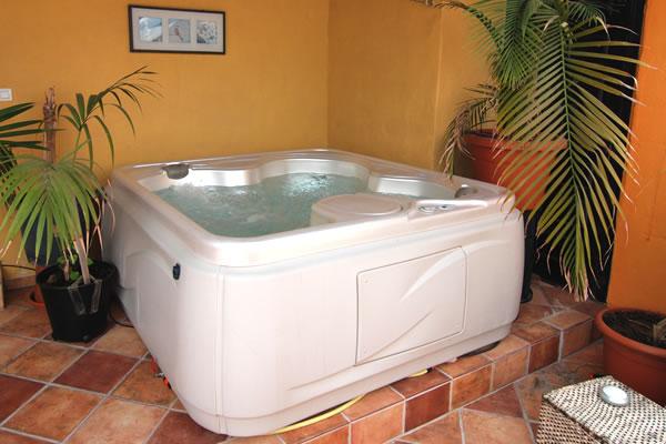 Whirlpool Technik Pumpen Und Heizung Men At Work Lanzarote - Whirlpool im wohnzimmer